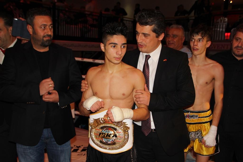 Deniz Arslan Babasının İzinde… Dünya Kick Boks Şampiyonu Oldu.