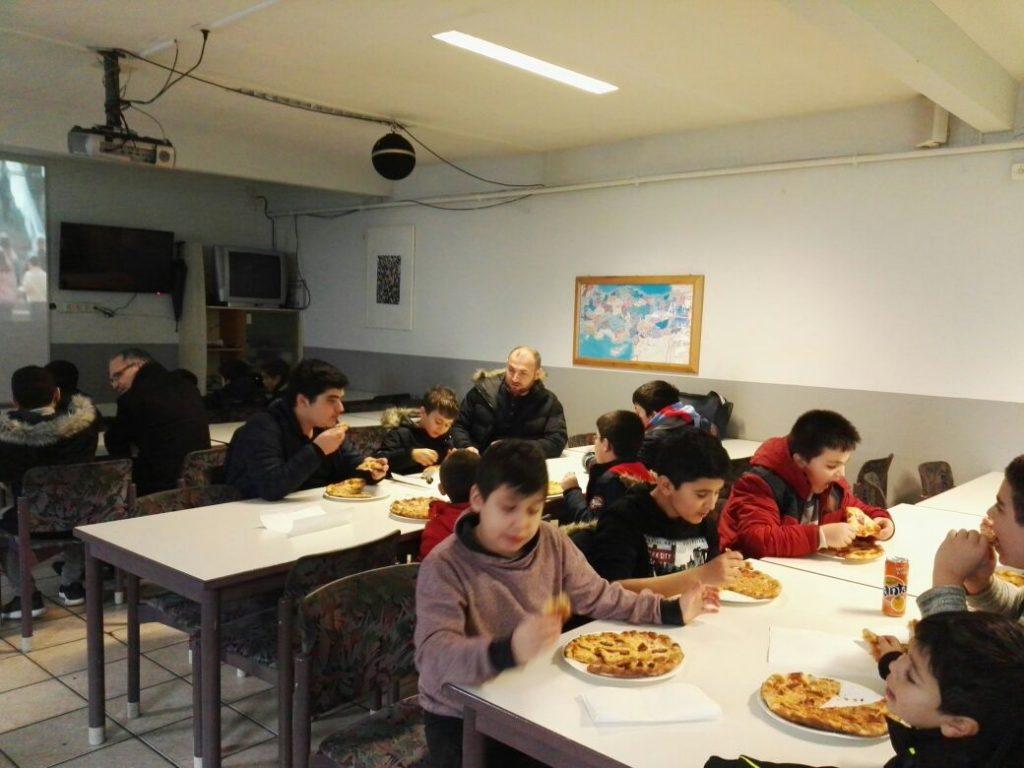 Karlsruhe DİTİB Merkez Camisinden  Çocuklara Ziyafet