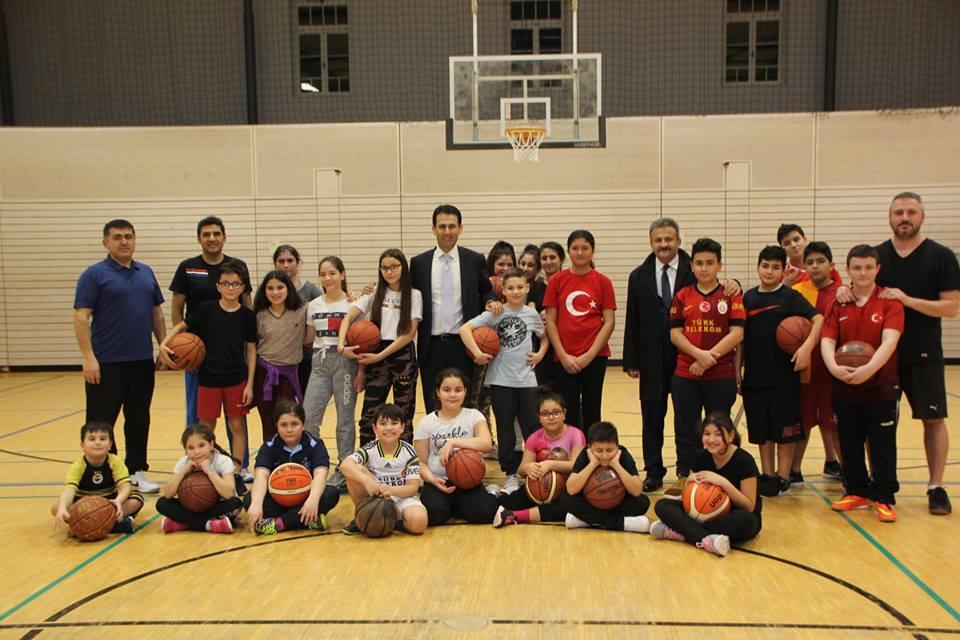 Başkonsolos Nevzat Arslan, Karlsruhe Basketbol Kursunu Ziyaret Etti