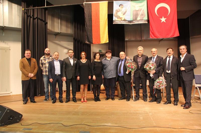 İki Büyük Sanatçı Özay Gönlüm ve Talip Özkan Karlsruhe'de Anıldı