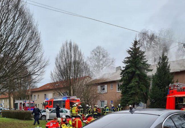 Türk ailenin yaşadığı binada yangın